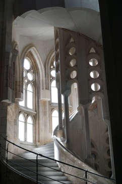 stone's natural color when stained glass light isn't shining on it